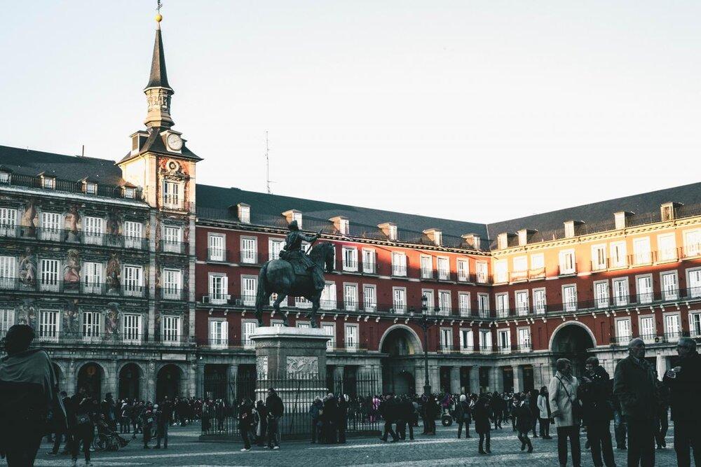 España: Sociedad Ciega, Sorda y Muda Con los Borbones