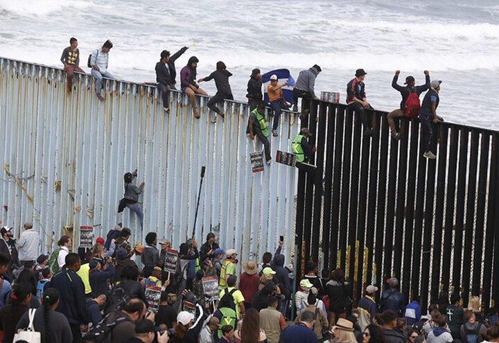 El Pentágono Recortó Fondos Para el Muro Fronterizo Mexicano